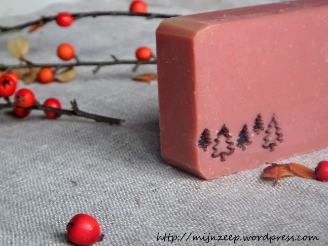 Naturally coloured soap