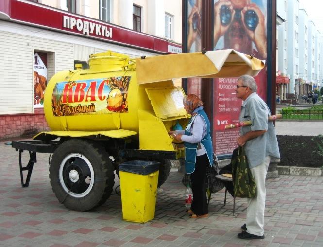 selling kvas on streets